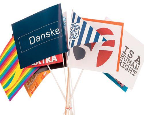 Papirflag på pind med logo og reklametryk